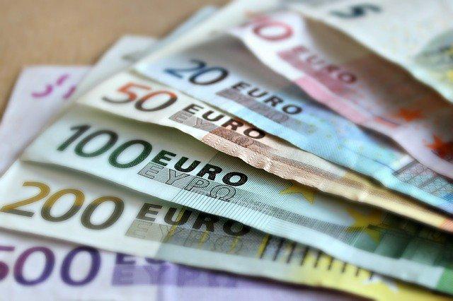 banknotes-gf209db1ee_640.jpeg